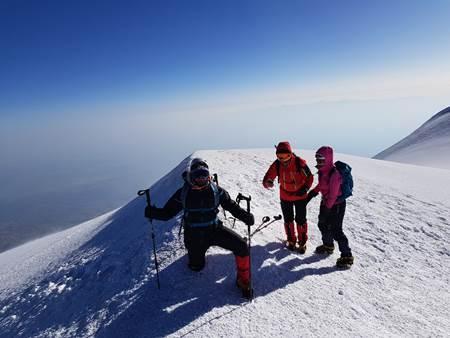 mount-ararat-hiking